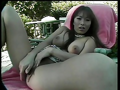 Asian dame fingers their way clit